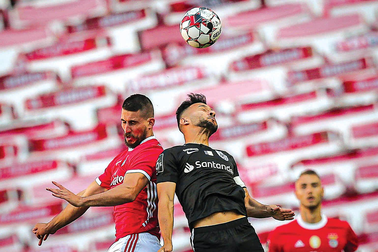 Benfica volta a escorregar na Luz