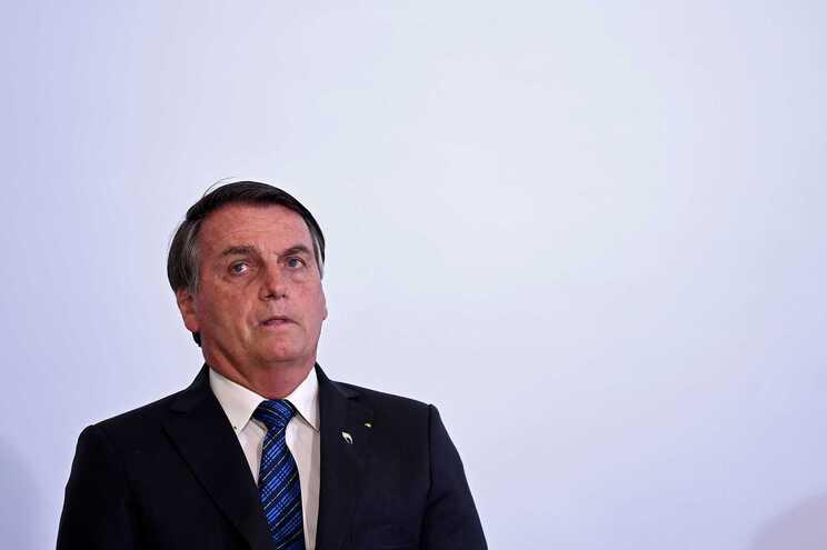 Bolsonaro diz que vacina contra a covid-19 vai ser gratuita, mas não obrigatória