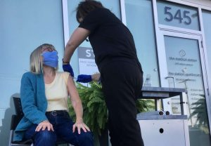 Dr. Alisa Naiman gives a flu shot outside her North York, Ont-Milenio Stadium-Ontario