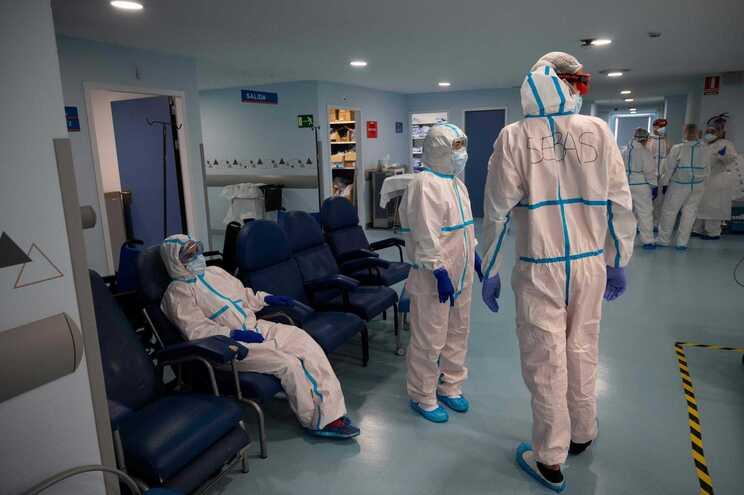 Mais de 15 mil novos casos de covid-19 em Espanha num dia