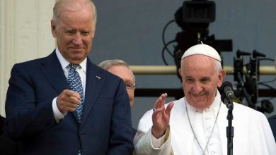 Papa Francisco felicitou Joe Biden em conversa telefónica