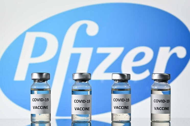 Pfizer e BioNTech pedem esta sexta-feira aprovação da vacina contra a covid-19