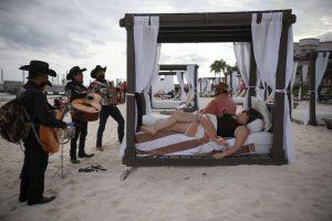 Roving musicians Los Compas serenade a couple in Mexico-Milenio Stadium-Canada
