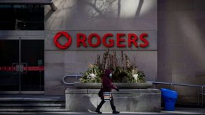 Rogers apologiRogers said some of their cellphone customers were experiencing ongoing outages Canada-wide on Monday. (Evan Mitsui/CBC)zes as Canada-wide wireless outage stretches on for hours-Milenio Stadium-Canada