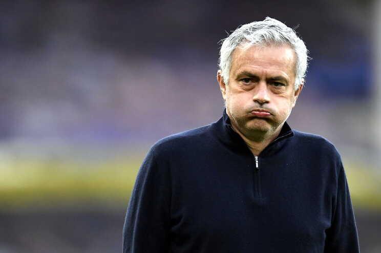 Tottenham despede Mourinho a dias da final da Taça da Liga inglesa