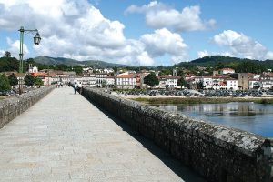 There are more than enough reasons to visit the oldest Portuguese town. Choose from its museums or rich history and don't forget the local cuisine and the lagoons just outside Ponte de Lima. Besides, this town is also one of the best stops for a rest day if you're walking the Portuguese Central Camino de Santiago. The most iconic image of lovely Ponte de Lima is, without a doubt, that of the bridge over the river Lima with the 18th century church of Santo António da Torre Velha and the Guardian Angel Chapel on the side opposite to the town centre. The bridge, both Roman and medieval, crosses the river Lima, the main character in a legend dating back to Roman times and which tells the story of a group of soldiers who were too scared to cross the river. They believed the Lima was in fact the Lethe, the river of forgetfulness in Greek mythology, and crossing it meant forgetting everything, including their family and their homeland. The consul decided to cross the river alone to convince them they were wrong and, having reached the other margin, called the soldiers one by one, proving them the Lima was not the Lethe. The mock Roman troops made of wood that you'll find near the bridge act as a reminder of this legend. Interested in exploring the art of azulejo, Portuguese painted tiles? In Ponte de Lima you'll find several tile panels, both traditional and modern, illustrating scenes of legend and history, landscapes and even poems. You can take the Rota dos Azulejos (Tile Route) pedestrian route to make sure you don't miss a single one. After a stroll along the river bank, make a little time for a drink and a snack in Largo do Camões, the central plaza that provides the perfect backdrop to relax and watch life go by. While in the historical part of Ponte de Lima don't forget to visit the Gothic church (Igreja Matriz), the 14th century prison tower (Torre da Cadeia Velha) and the 17th century fountain. The Center for the Interpretation of the Territory (Centro de Interpr