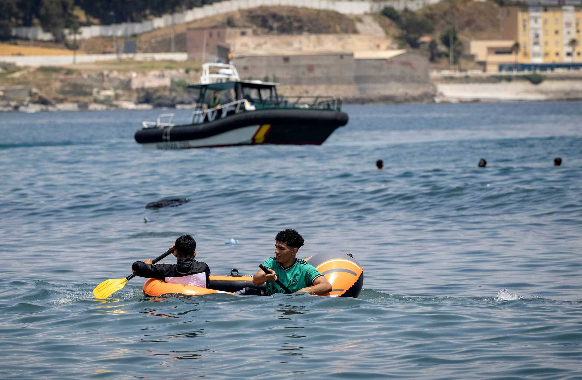 As imagens de uma crise migratória sem precedentes em Ceuta - milenio stadium - portugal