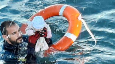 Chegada dramática a Ceuta: polícia salva bebé no mar - milenio stadium - mundo
