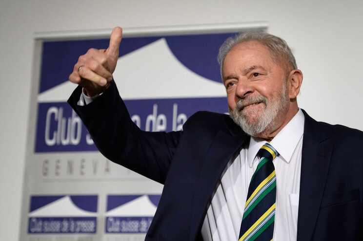 Lula da Silva diz que será candidato à Presidência se for favorito à vitória