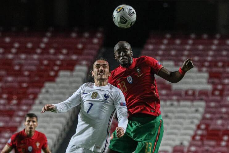 A-maldicao-de-Zidane-e-outras-curiosidades-do-Portugal-Franca-milenio-stadium-desporto