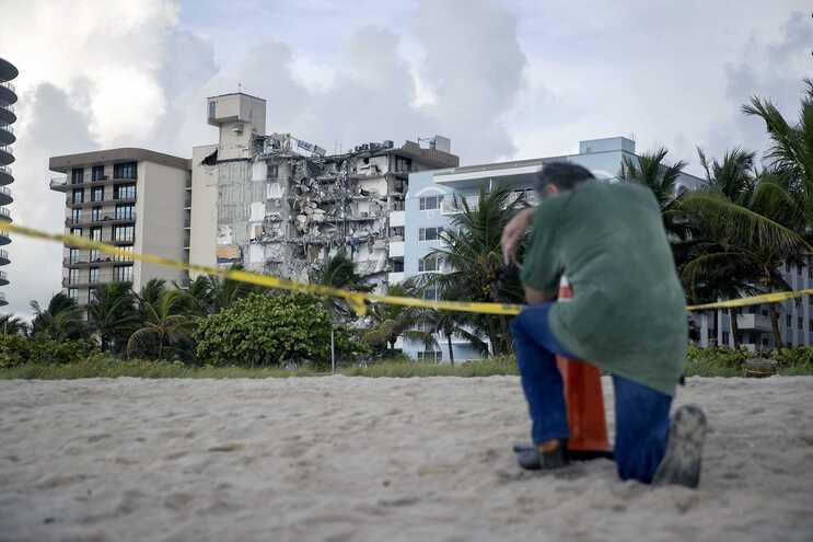 EUA declaram emergência pelo colapso de prédio em Miami - milenio stadium - mundo