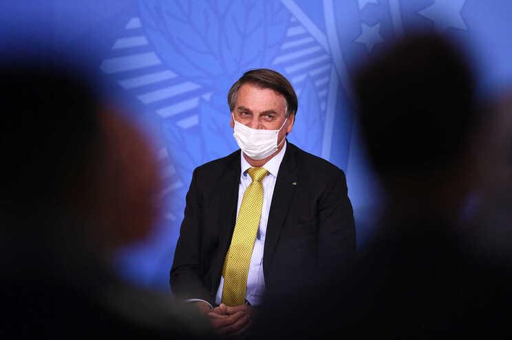 Bolsonaro implicado por ex-cunhada em esquema de desvio de dinheiro - milenio stadium - brasil