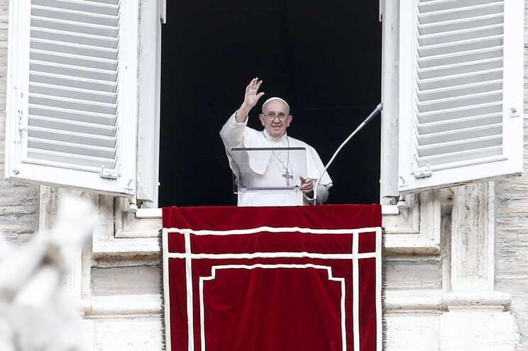 Intercetada carta com três balas dirigida ao Papa Francisco - milenio stadium - mundo