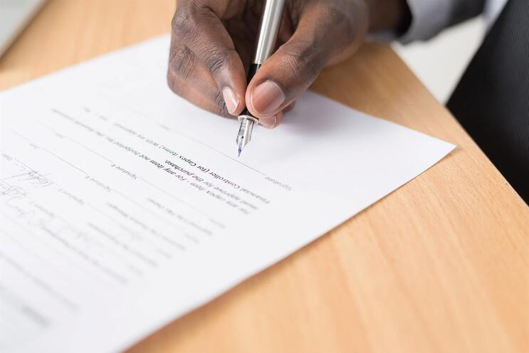 Letras pequeninas nos contratos proibidas a partir de hoje - milenio stadium - portugal