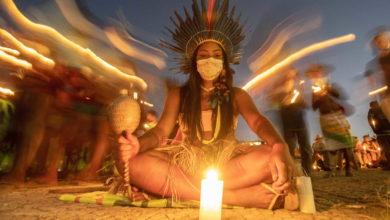 Milhares de indígenas protestam contra medidas que dificultam a delimitação de terras - milenio stadium - brasil