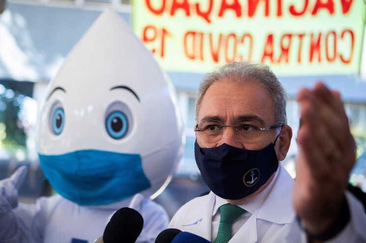 Ministro brasileiro diz que terceira dose deve começar por idosos e profissionais de saúde - milenio stadium - brasil