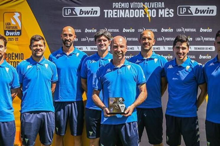 Bruno-Pinheiro-e-o-treinador-do-mes-de-agosto-milenio-stadium-desporto