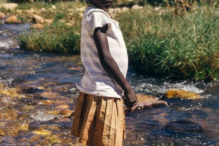 Mulher angolana mata filha de cinco anos por crença em feitiço para ficar rica - milênio stadium - Africa