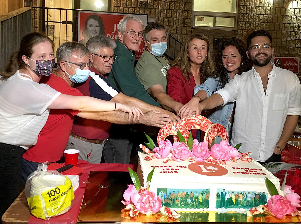 mielnio stadium - Julie Dzerowicz com apoiantes e voluntários na Casa das Beiras-Créditos Joana Leal